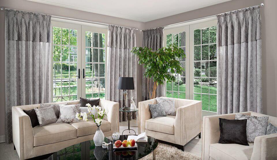 Zasłony do eleganckiego salonu – 5 złotych zasad wyboru dekoracji okiennej