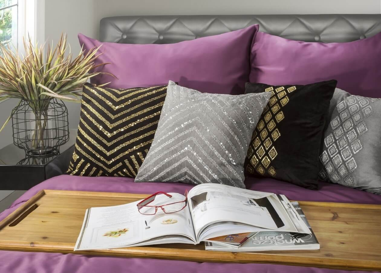 Czy ozdobne poszewki na poduszki można prać w pralce?