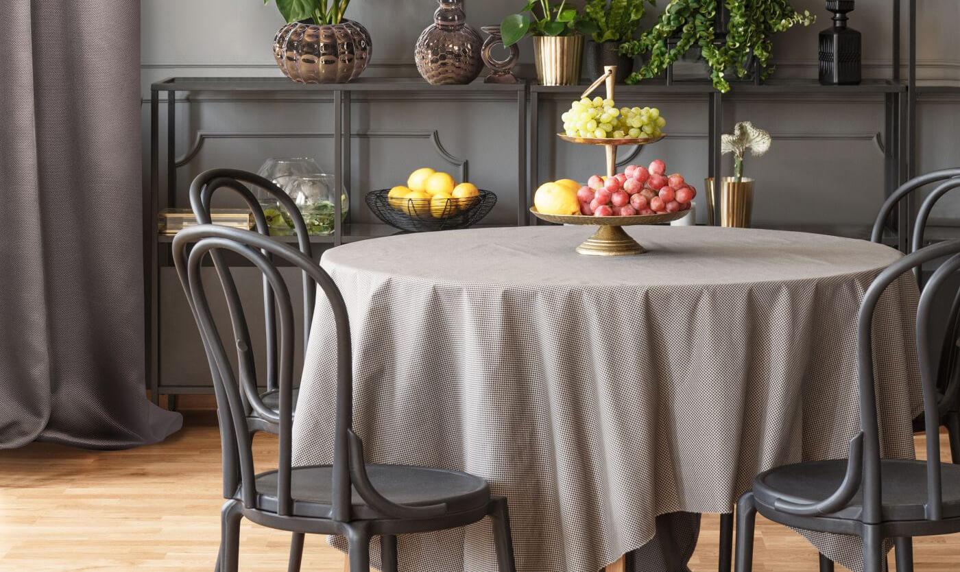 Jaki obrus na okrągły stół? Ile powinien zwisać obrus.