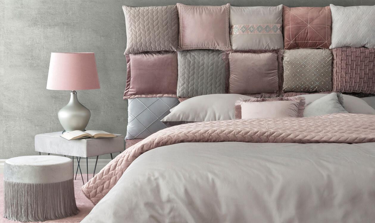 Jak zrobić zagłówek tapicerowany z poduszek do łóżka.