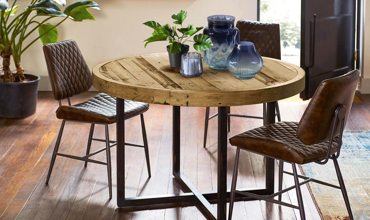 Dekoracja, wystrój stołu w salonie na co dzień – ozdoby, dodatki, przykłady