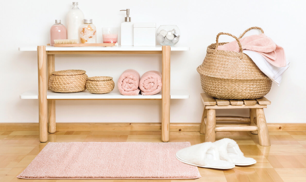 Jak wybrać dobry dywanik, chodnik łazienkowy – 5 pomysłów na podłogę w łazience.