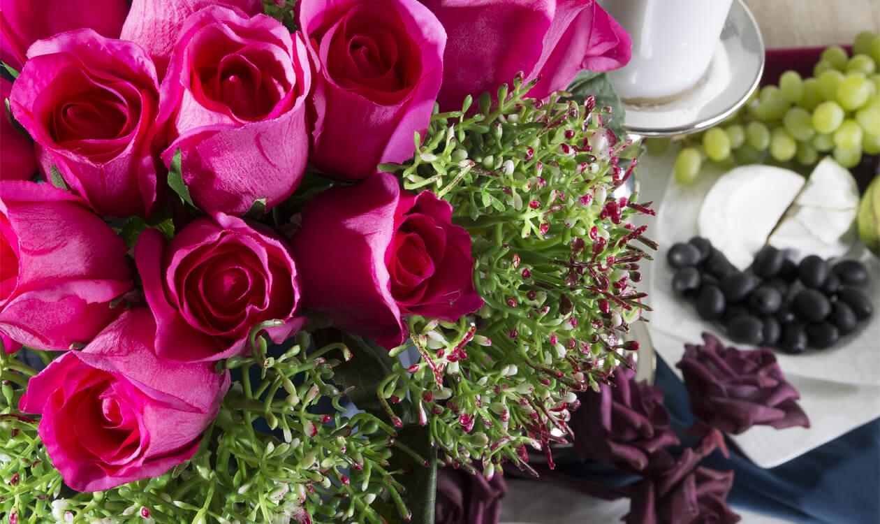 5 pomysłów na dekoracje, kompozycje kwiatowe na stół – DIY, florystka radzi