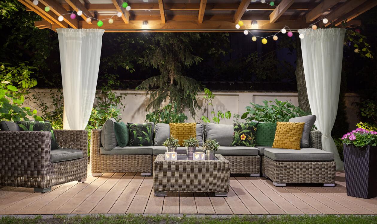 Dekorujemy altanę w ogrodzie – wystrój altany ogrodowej – Eurofirany radzą