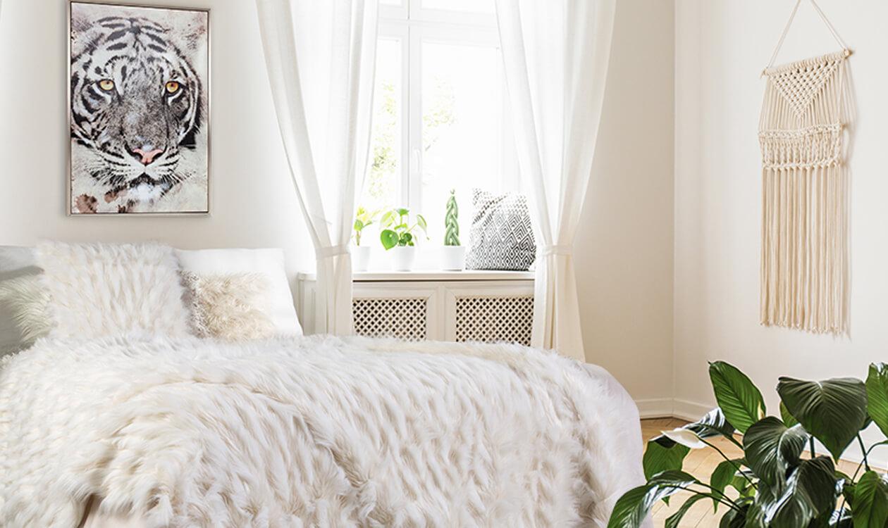 Jak urządzić funkcjonalną sypialnię w bloku?