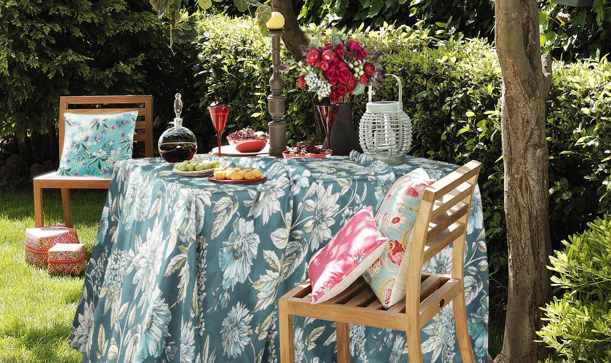 Jak wybrać obrus na stół ogrodowy? Urządzamy przyjęcie w ogrodzie.