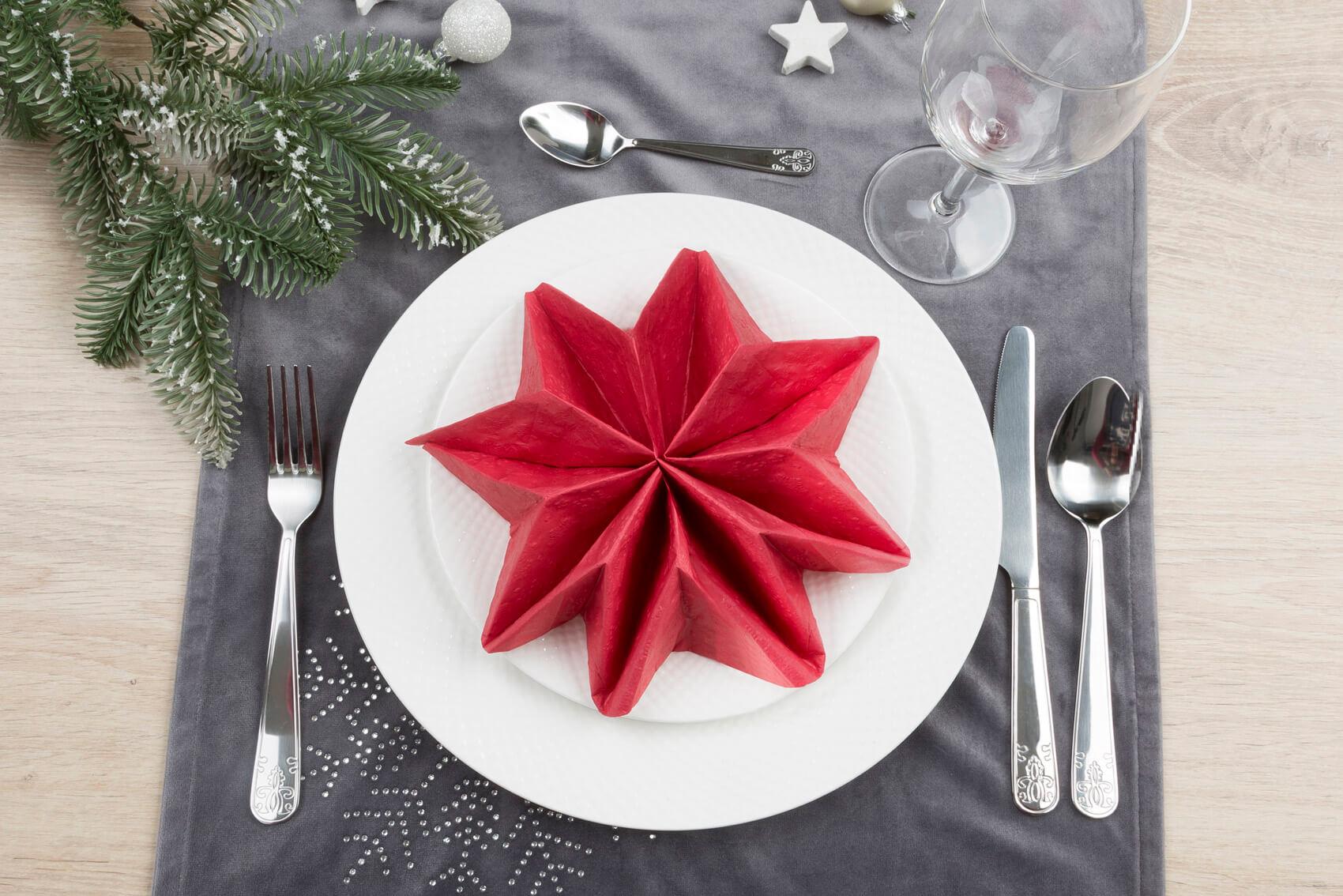 Jak złożyć serwetki świąteczne?