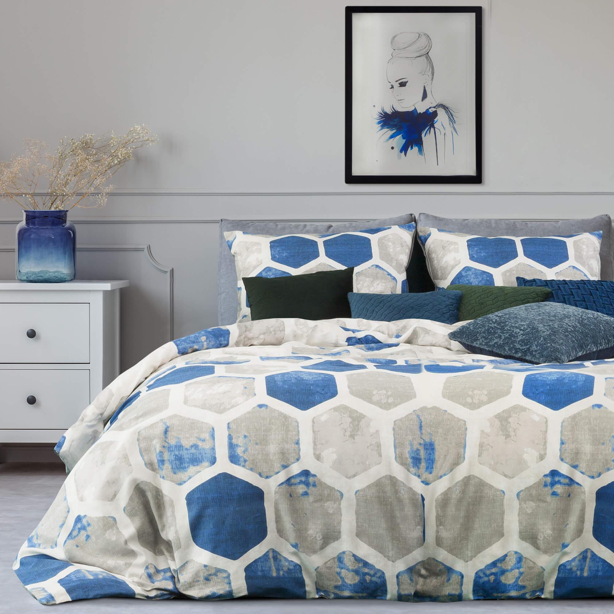 Co na ścianę w sypialni za łóżkiem – dekorator Eurofirany radzi.