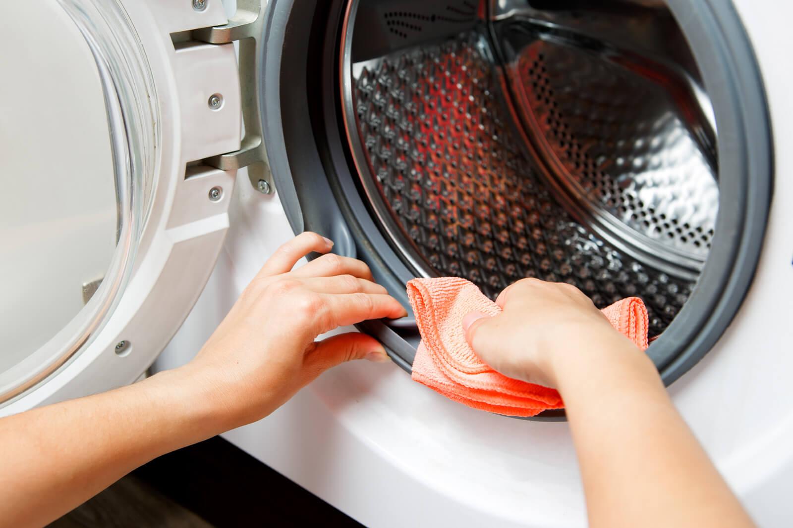 Jak domowym sposobem wyczyścić pralkę?