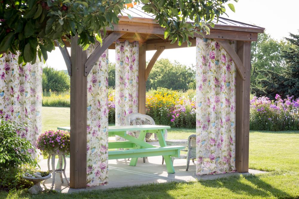 Jak wybrać zasłony do altany ogrodowej?