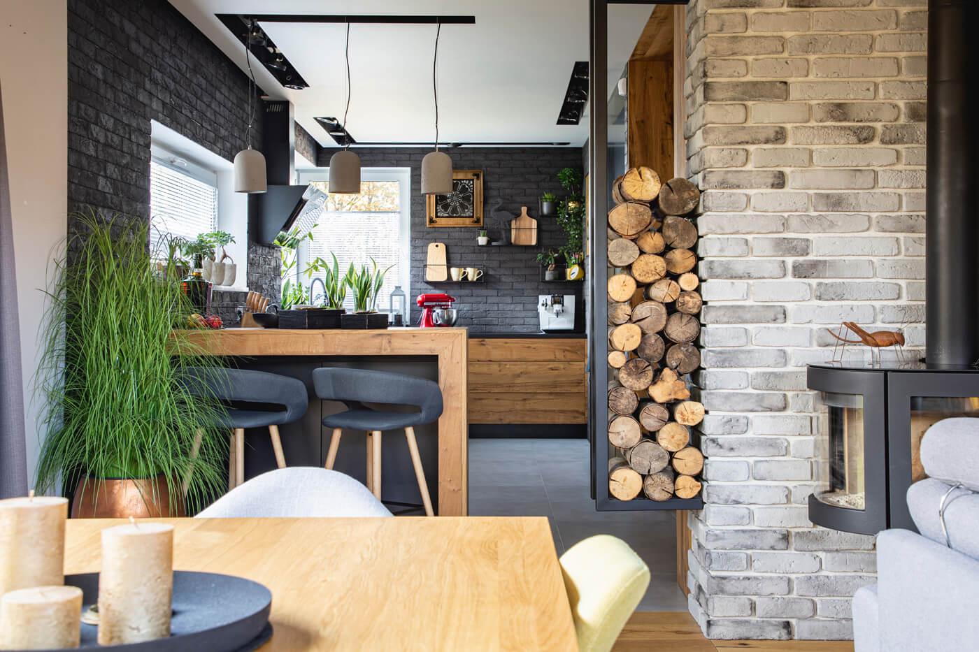 Urządzamy kuchnię z cegłą – dekorator Eurofirany radzi