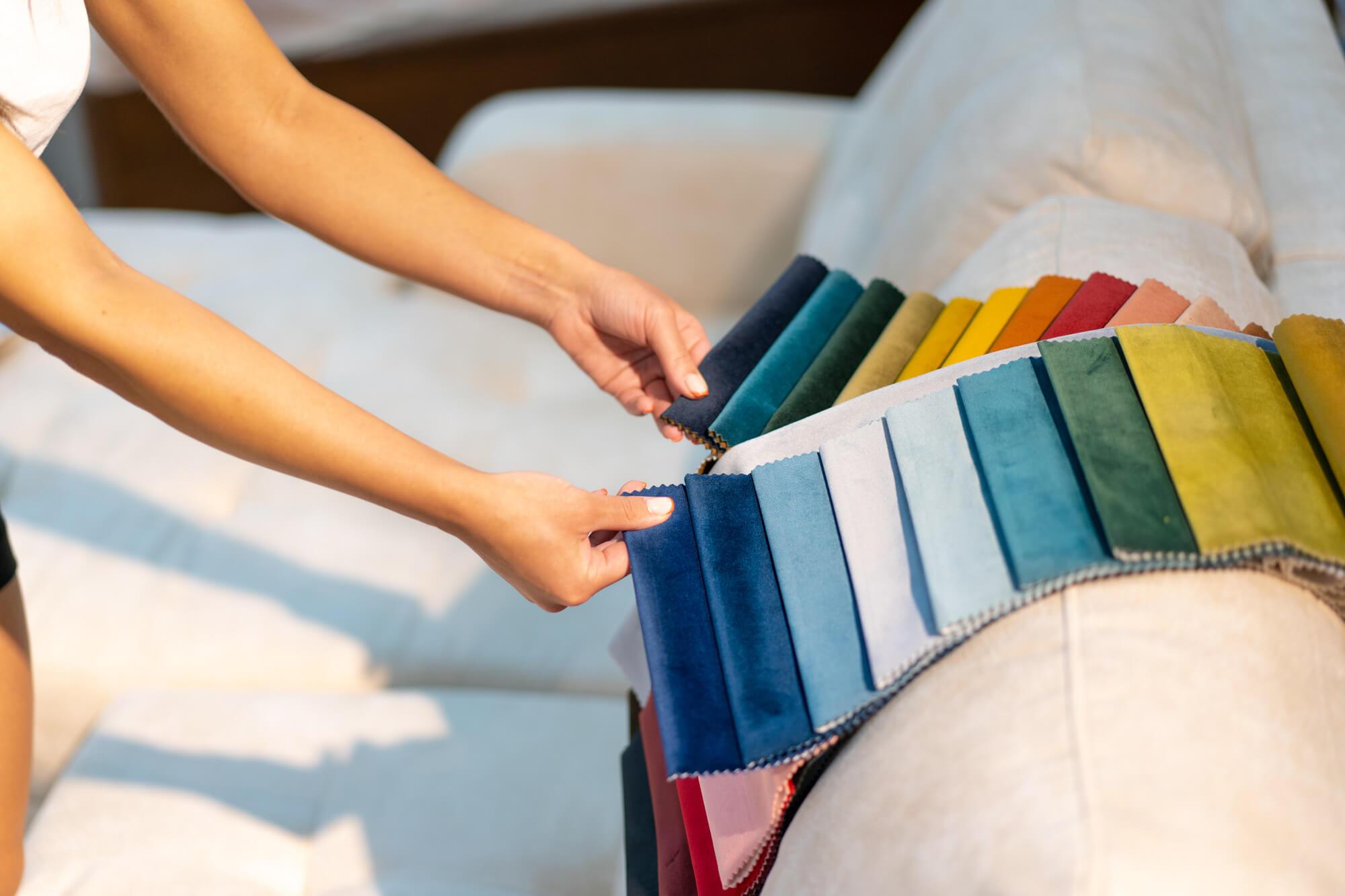 Aksamit bawełniany – co to za materiał? Kolejna odsłona przewodnika po tkaninach.