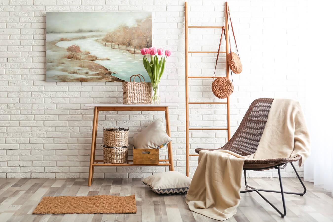biała ściana z cegły