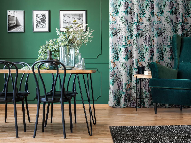 biale zaslony do zielonych scian