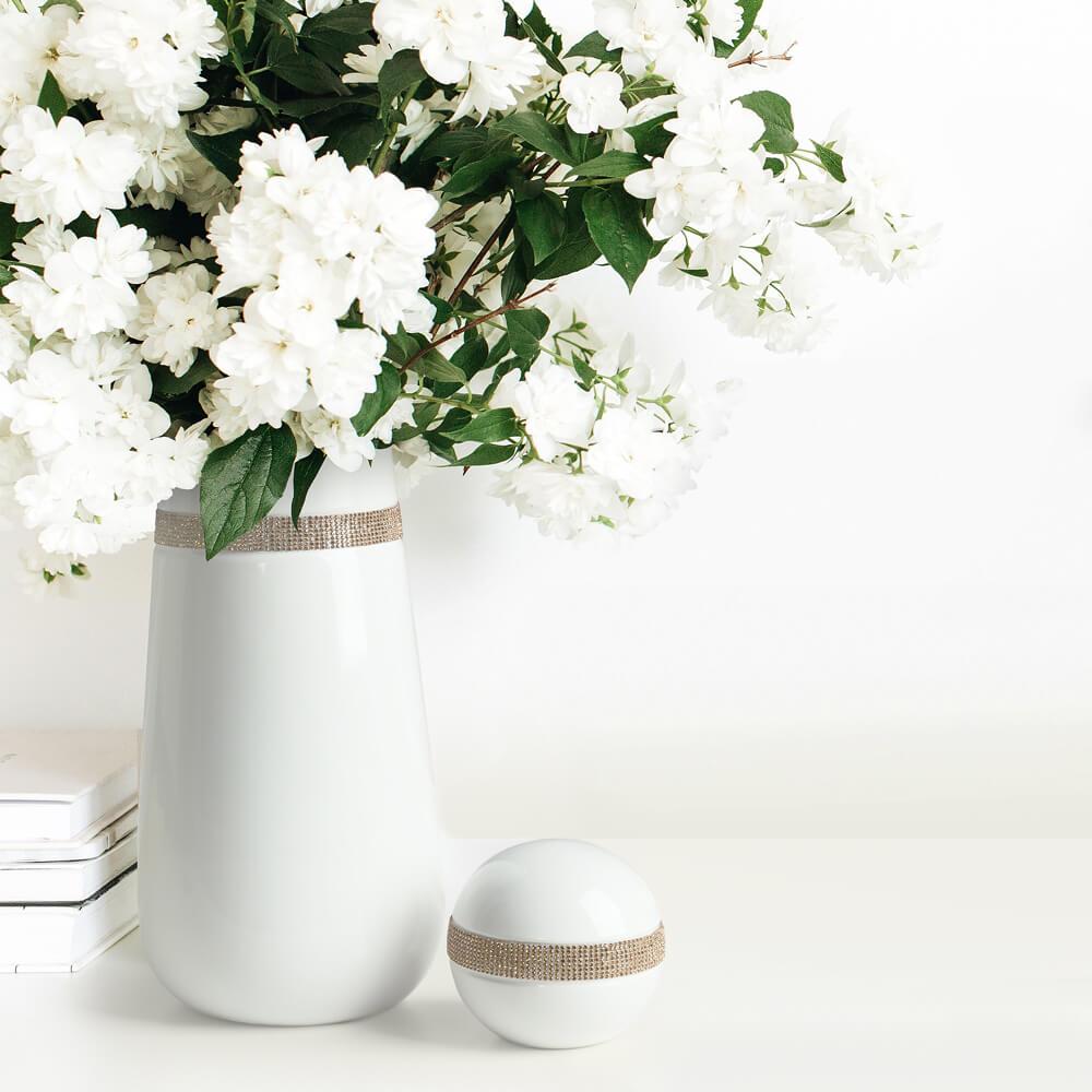 jak ułożyć kwiaty w wysokim wazonie