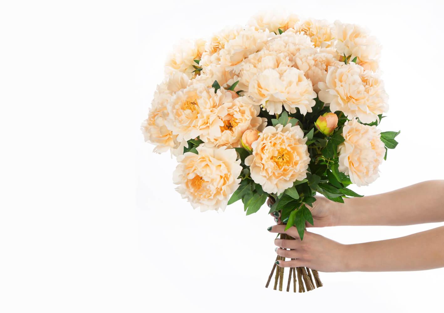 bukiet ze sztucznych kwiatow