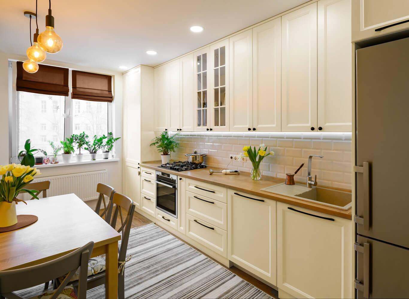 Waniliowe meble kuchenne jaki kolor ścian?