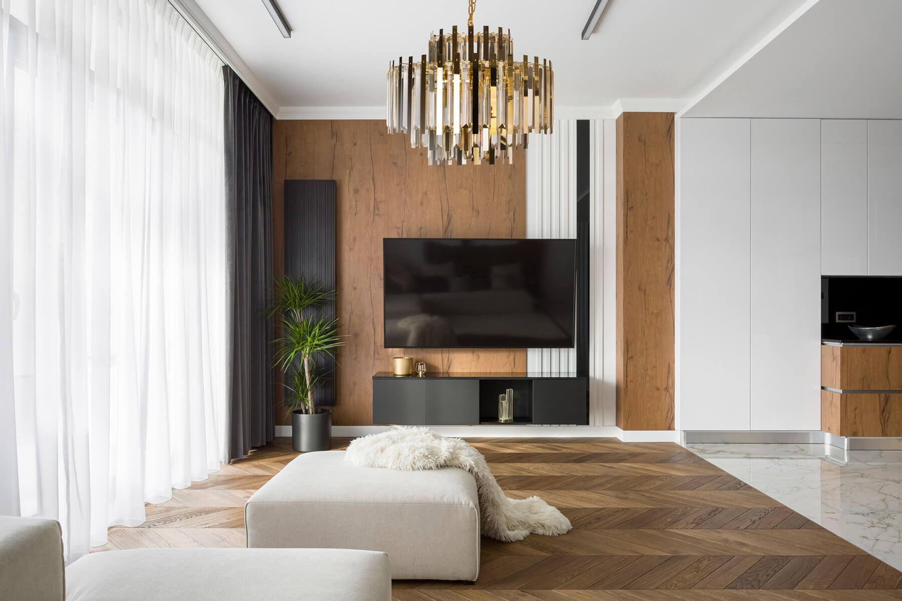 Dekoracyjne ściany w salonie – 5 pomysłów