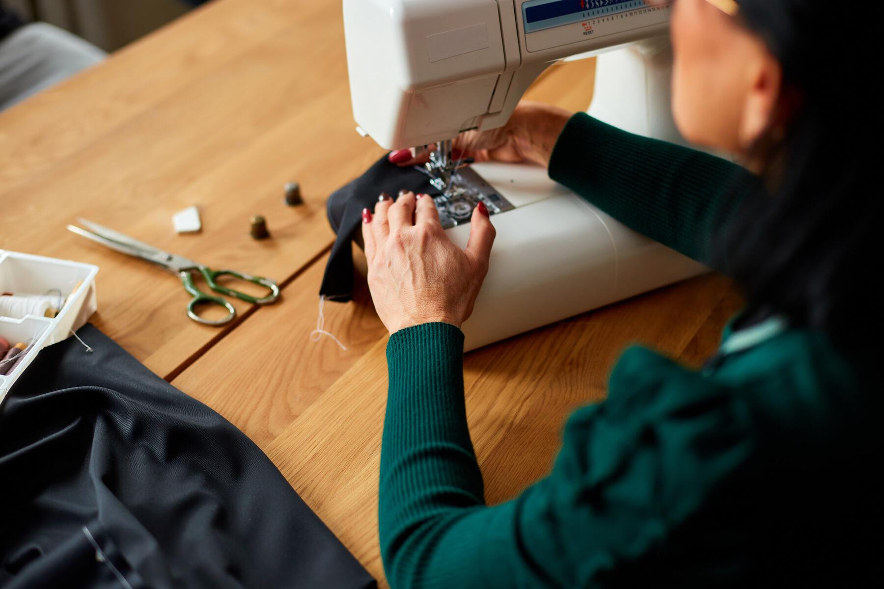 DIY: Jak uszyć pokrowiec na kanapę?